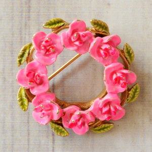 vintage pink enamel flower wreath brooch pin